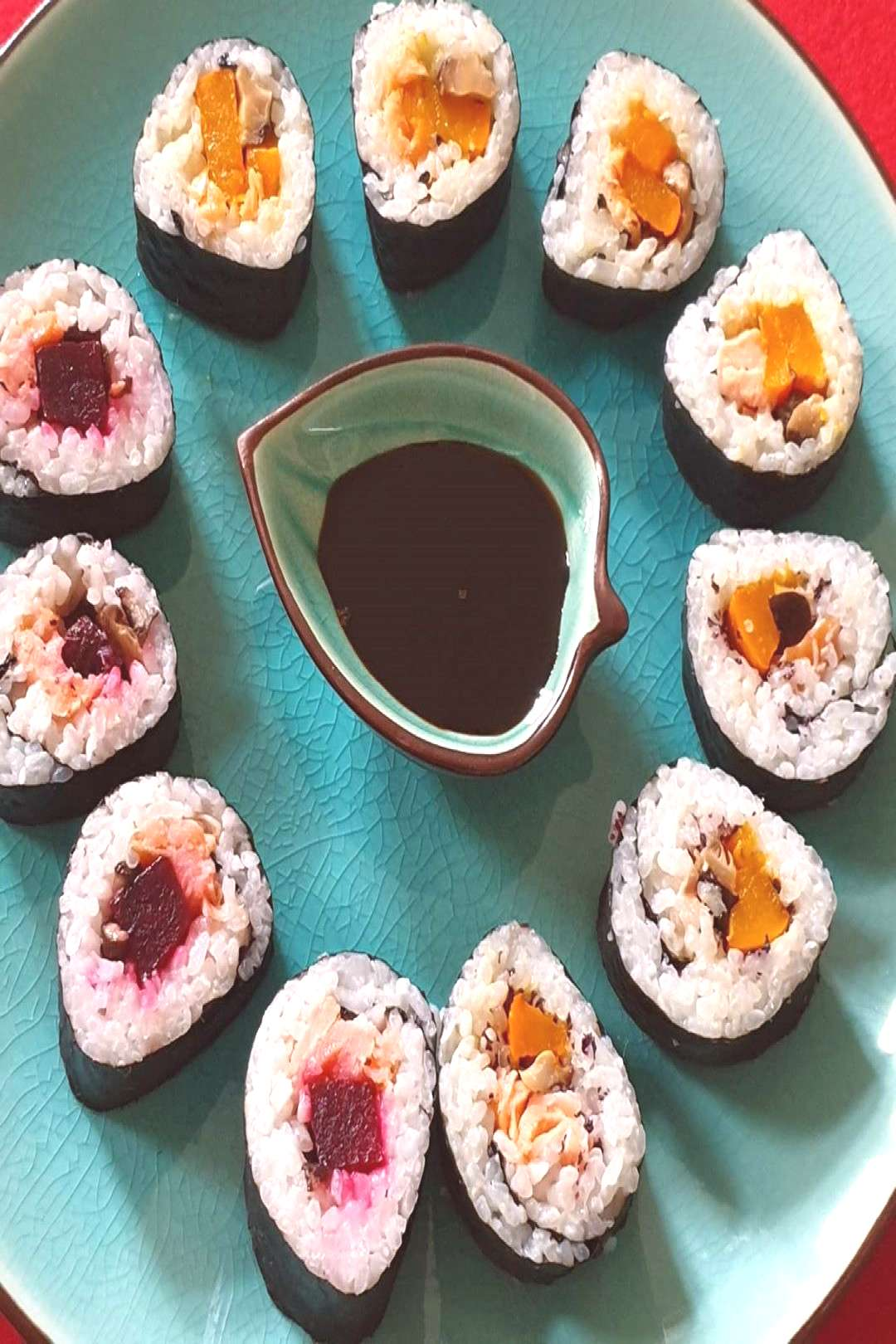 Superfood Sushi with #beetroot, #pumpkin and #salmon. . . Multita