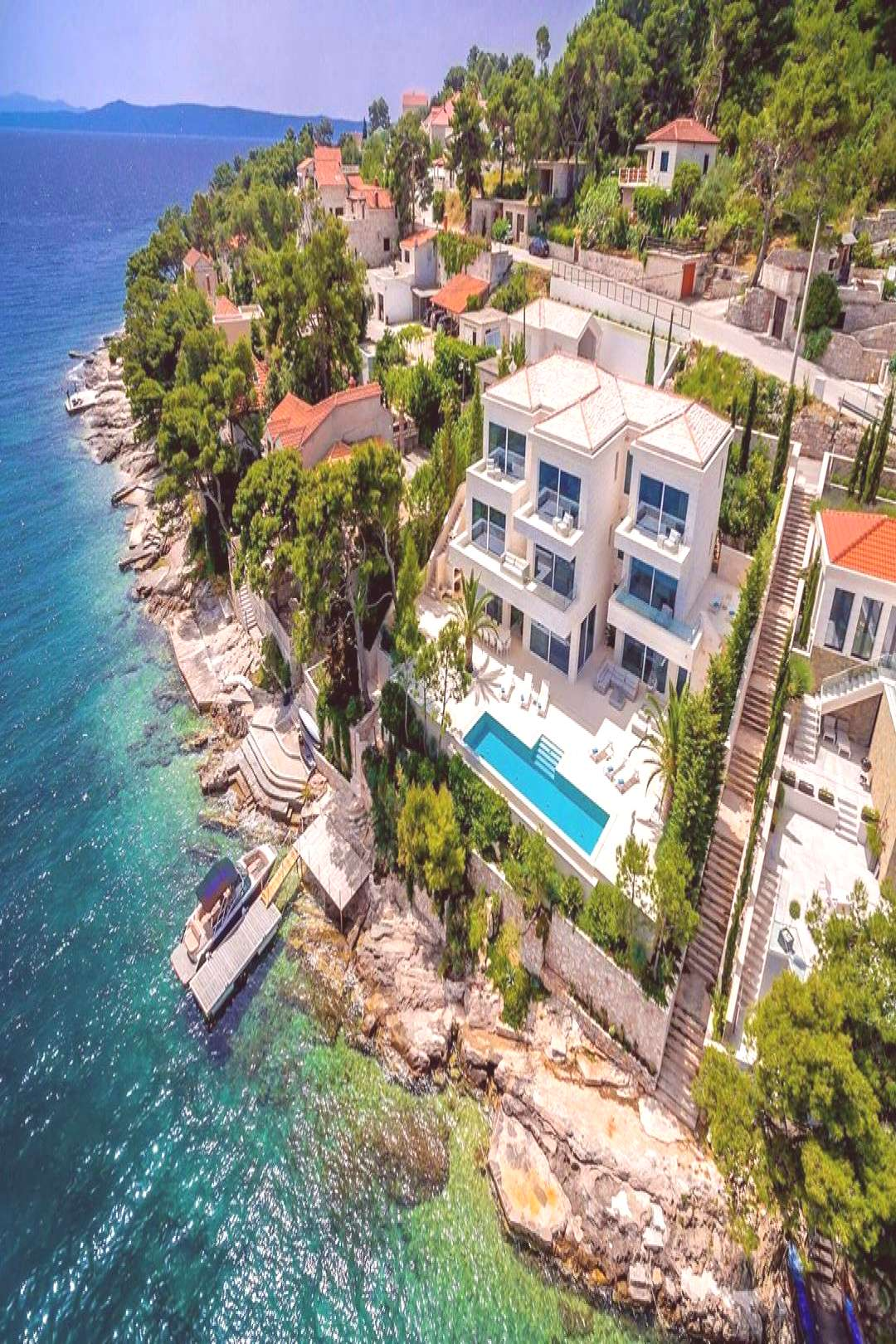 Take your family or friends and come to Villa Milena, a luxurious